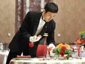 a-japanese-maitre-d-is-officially-the-best-waiter-in-the-world